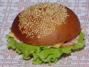Hamburgers ar šķiņķi